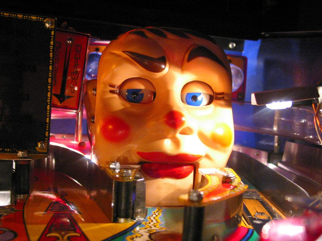 Funhouse 'Rudy' - The Talking, Ball Capturing Head